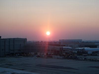 Chegada ao Aeroporto Internacional JFK, a tempo de ver o sol a pôr-se.