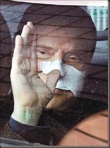 Berlusconi sale del hospital