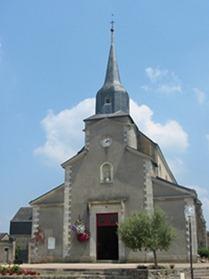 La façade et le clocher de l'église actuelle datent de 1836