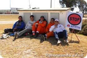 """Rally de Jesús María. Así quedaron los muchachos de APRyN, las chicas del cuerpo de bomberos y Franco Goldi ( de Cadena Norte) luego del """"asadito"""" del mediodía."""