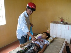 1, Em Lê Xuân Dũng (12 tuổi) bị tử vong và được đưa vào nhà xác Bệnh viện Đa khoa huyện Tĩnh Gia - Thanh Hoá