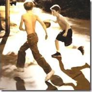 ninos jugando a baloncesto