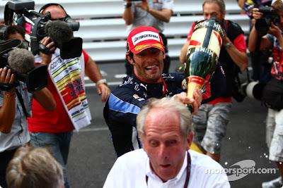 Марк Уэббер - призовое шампанское на Гран-при Монако 2010