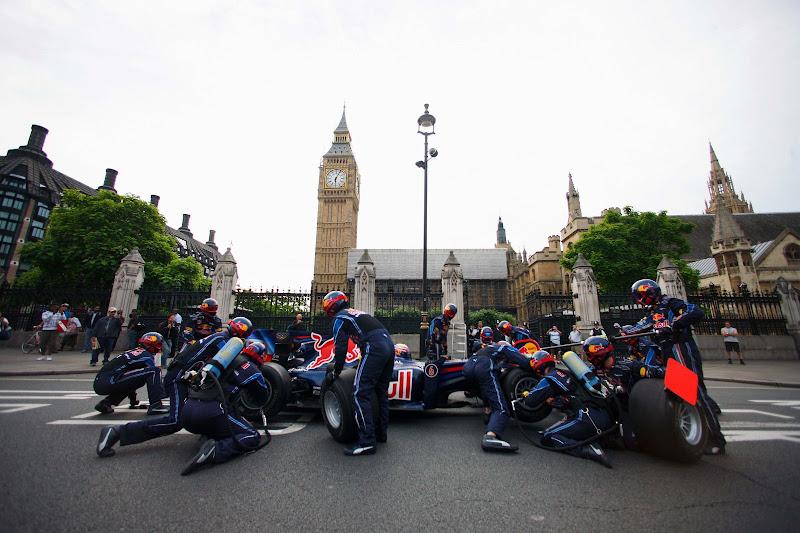 Red Bull на улицах Лондона