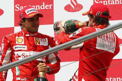 Фелипе Масса и Фернандо Алонсо на подиуме Гран-при Германии 2010