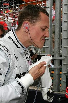 Михаэль Шумахер готовится перед гонкой