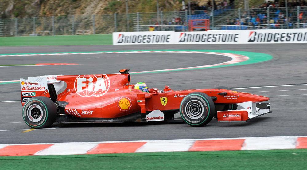 лого FIA на болиде Ferrari Фелипе Массы