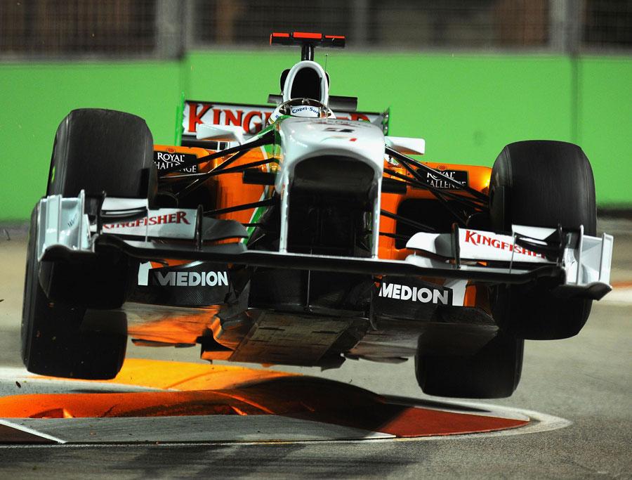 полет Force India Адриана Сутиля на второй пятничной сессии Гран-при Сингапура 2010
