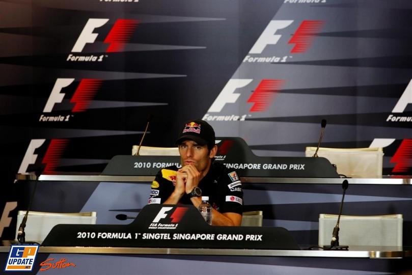 Марк Уэббер один на пресс-конференции Гран-при Сингапура 2010
