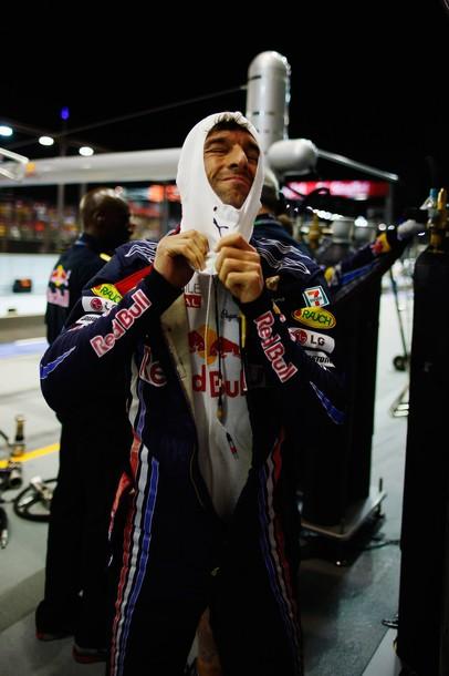 Марк Уэббер готовится к старту Гран-при Сингапура 2010