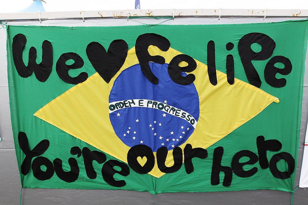 послание болельщиков Фелипе Массы на Гран-при Японии 2010