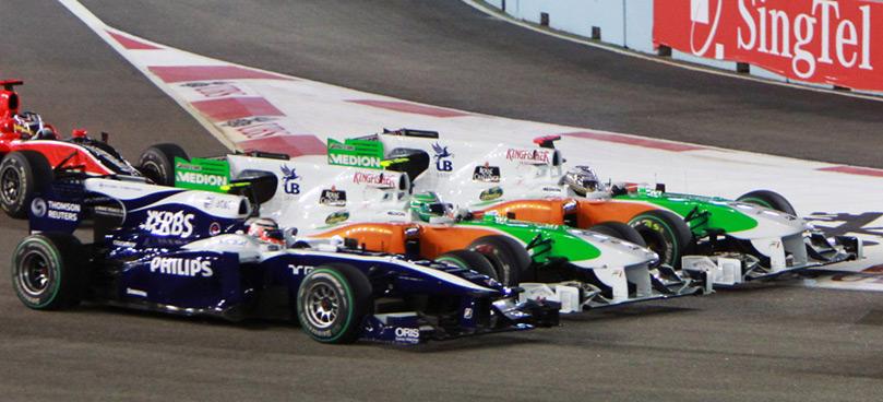 Хюлькенберг Льюцци Сутиль - три машины бок о бок на Гран-при Сингапура 2010