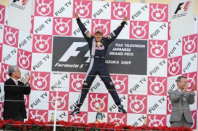 прыжок Себастьяна Феттеля на подиуме Гран-при Японии 2009