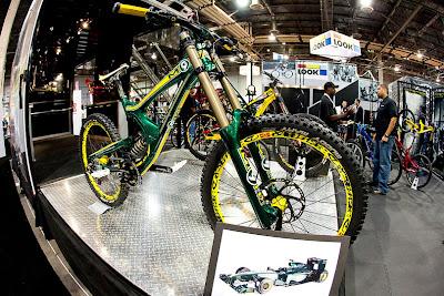 велосипед в раскраске Lotus Racing