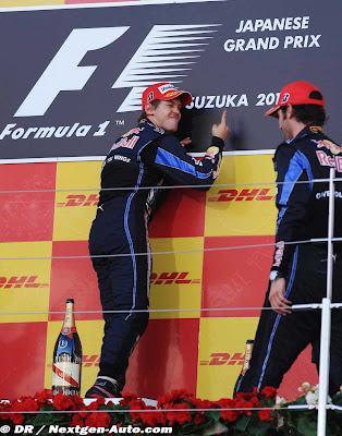 Себастьян Феттель и Марк Уэббер на подиуме Гран-при Японии 2010