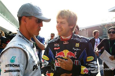 Михаэль Шумахер и Себастьян Феттель общаются на Гран-при Кореи 2010