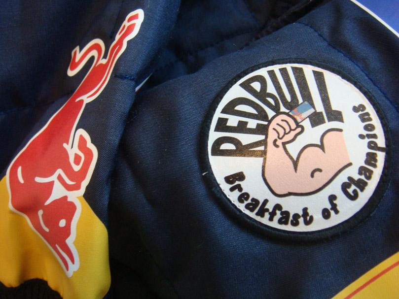 нашивка Red Bull Завтрак Чемпионов на Гран-при Абу-Даби 2010