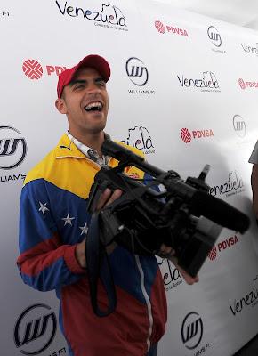 Пастор Мальдонадо на пресс-конференции 6 января 2011