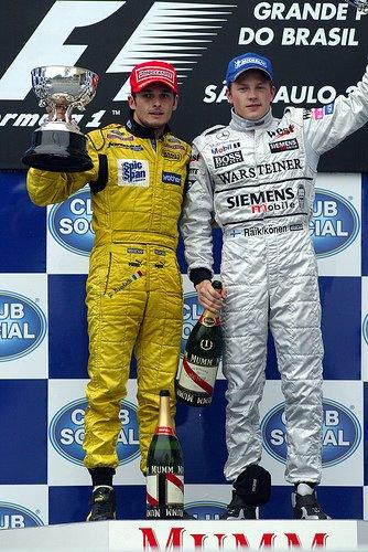 Джанкарло Физикелла и Кими Райкконен на подиуме Гран-при Бразилии 2003