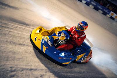 Фернандо Алонсо за рулем карта на ледовой гонке Wrooom 2011