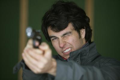Серхио Перес тренируется в стрельбе