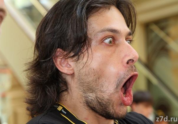 Алексей Попов с очень эмоциональным выражением лица