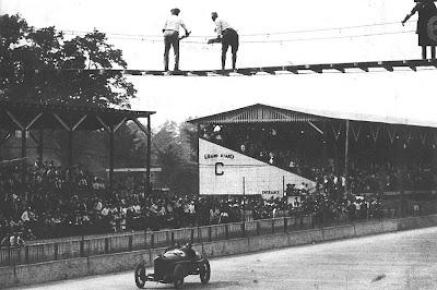 подвесной мост над треком в Индианаполисе 1910-1920 год