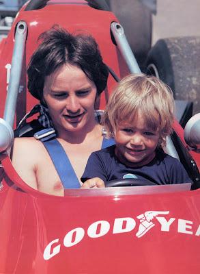 Жиль Вильнев и маленький Жак Вильнев в кокпите Ferrari