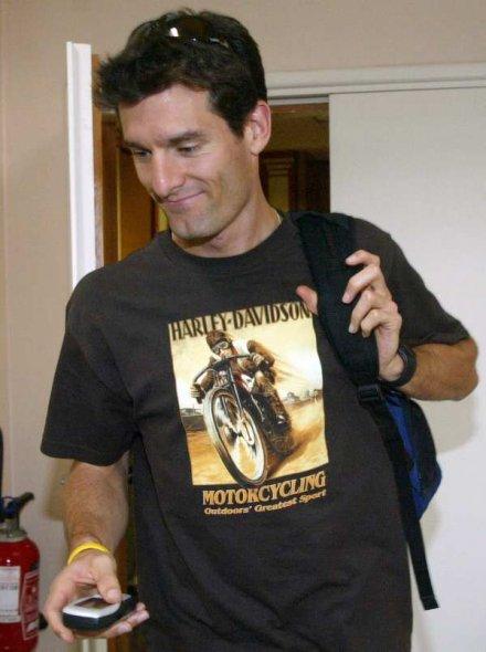 Марк Уэббер в футболке harley-davidson