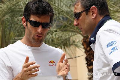 Марк Уэббер общается с инженером на Гран-при Китая 2007