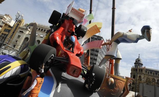 болид Фернандо Алонсо Ferrari на фестивале Las Fallas в Валенсии 19 марта 2011