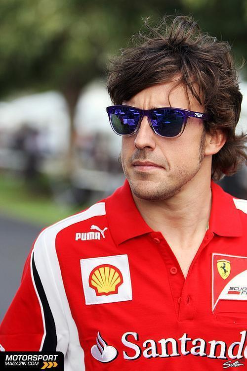 Фернандо Алонсо в пурпурных очках на Гран-при Австралии 2011