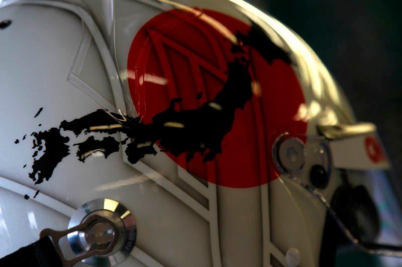 шлем Ярно Трулли с поддержкой Японии на Гран-при Австралии 2011