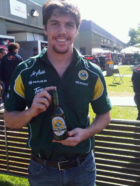 пиво Team Lotus на Гран-при Австралии 2011