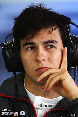 размышляющий Серхио Перес в боксах Альберт-Парка на Гран-при Австралии 2011