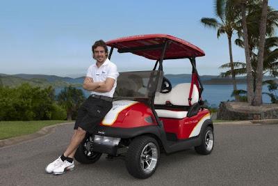 Фернандо Алонсо и машинка для в гольфа на острове Хэмилтон