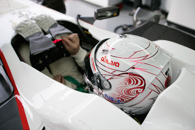 шлем Камуи Кобаяши в поддержку Японии на Гран-при Малайзии 2011