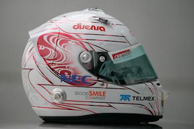 шлем Камуи Кобаяши в поддержку Японии с правой стороны на Гран-при Малайзии 2011
