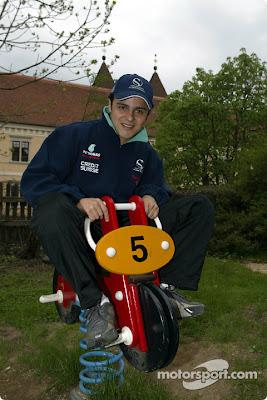 аттракцион Фелипе Массы на детской площадке на Гран-при Австрии 2002