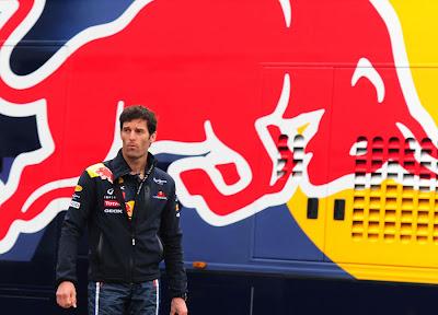 Марк Уэббер на фоне моторхоума Red Bull на Гран-при Турции 2011