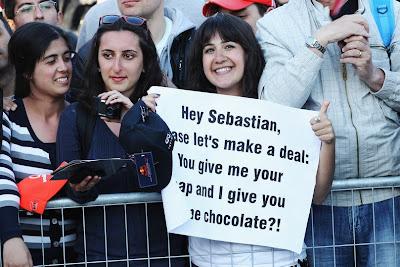 болельщица Себастьяна Феттеля с предложением сделки на Гран-при Турции 2011