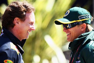 Кристиан Хорнер разговаривает с Хейкки Ковалайненом на Гран-при Турции 2011