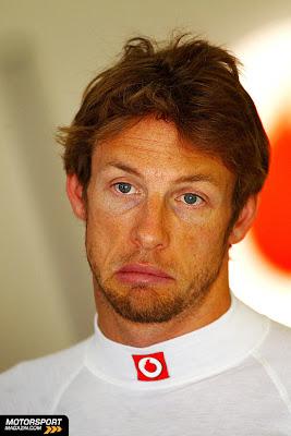 Дженсон Баттон с не очень счастливым лицом на Гран-при Турции 2011