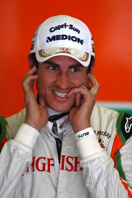 Адриан Сутиль с испуганным видом на Гран-при Испании 2011