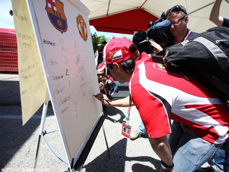 Фелипе Масса предсказывает счет в финальном матче Лиги Чемпионов на Гран-при Испании 2011
