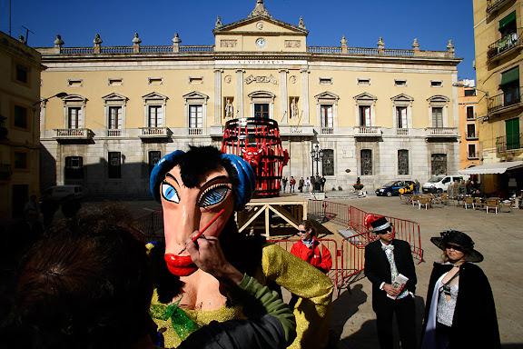 Carnaval de Tarragona, dimarts (21.02.2006)Plantada de la Bota i prensentació del Ninot i la NinotaLa Ninota, el rei Carnestoltes i la seva Concubina. 25è aniversari de la recuperació del Carnaval de Tarragona