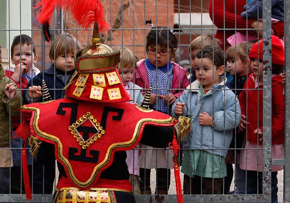 Carnaval de Tarragona, Divendres (24.02.2006)Tombet del Carnestoltes i el seu sèquit per escoles illars d'infants.