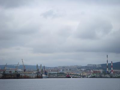 ムルマンスクの街と港