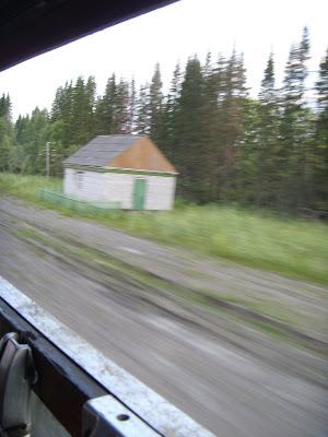 線路わきの小屋