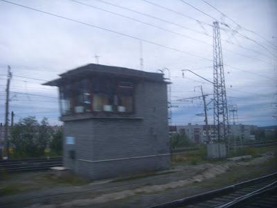 線路沿いの鉄道詰所